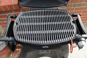 B-Ware 2 massive Gusseisen Grillroste für Weber Q 300 / 3000 + Griffe